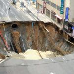 海外「手抜きだったの?」福岡道路の巨大穴の再陥没に対して外国人、賛否両論!