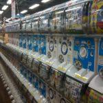 海外「人生はガチャポンと同じ!」日本が誇るガチャポンの魅力に外国人興味津々!