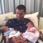 海外「彼女がいるのに?C・ロナウドが代理出産で双子のパパに」海外から困惑と祝福の声!