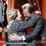 韓国「文大統領が元慰安婦8人と国賓級の昼食会開催!慰安婦合意の不備を謝罪」韓国人から称賛の声!