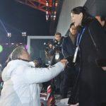 韓国「金正恩の妹がムン大統領を一段上から見下げて握手したよ!」韓国人から反感の声