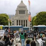 韓国人「日本は政治後進国だ。民主主義には程遠い!」反安倍デモに韓国人から応援の声