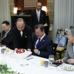 文「安倍首相から苺ケーキGET!」韓国は日本の苺を盗んでない!日の丸みたいなケーキだ!の声
