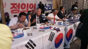韓国「野党が太極旗をテーブルクロス代わりにして国旗毀損!日本ガー!」の声