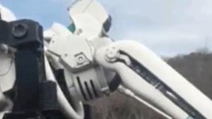 海外「始まったな!」日本の高速道路で某有名アニメの機体が輸送される!海外の反応