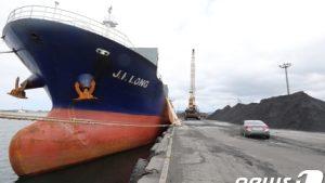 韓国「米メディアが北の石炭運搬船が韓国に停泊中と報道!無政府状態だ!国際的な恥だ」の声